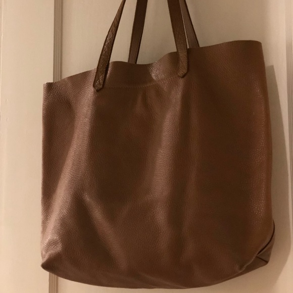88a5aca1d9 Cuyana Handbags - Cuyana Classic Leather Tote